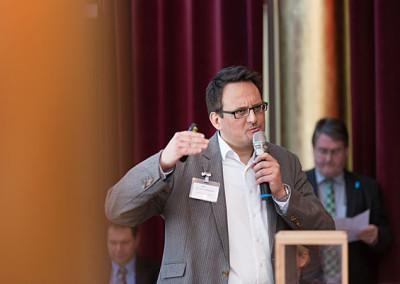 Dr. Oliver Ratajczak erklärt die Zusammenhänge zwischen Interessenten, Kunden und Stammkunden